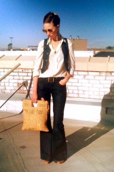 navy wide leg Rachel Zoe Seven jeans - camel macrame thrifted bag - light yellow