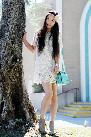 aquamarine romwe bag - tan boots - white lace romwe dress