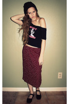 canvas flats - beanie hat - bust shirt - heart pattern skirt