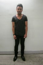 gray cotton on t-shirt - black Topman jeans - black Hush Puppies boots - silver