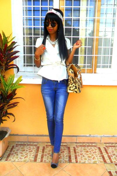 ivory ruffled peplum blouse - blue Skinny jeans - mustard leopard print bag