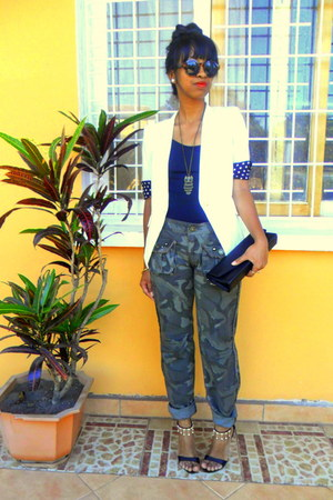 army green camo pants - white blazer - H&amp;M sunglasses - black sandals