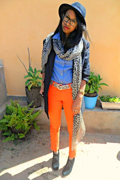 carrot orange Skinny jeans - black Lily Shoes boots - black H&amp;M hat