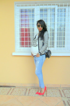 heather gray metallic jacket - jeans - ivory mim sweater - red pull&bear pumps