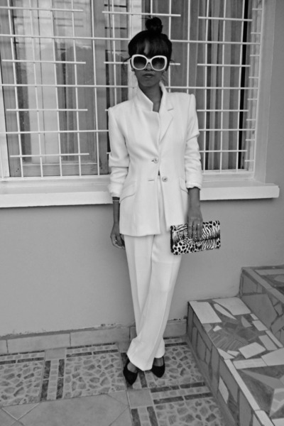 white Printemps suit - black animal print purse