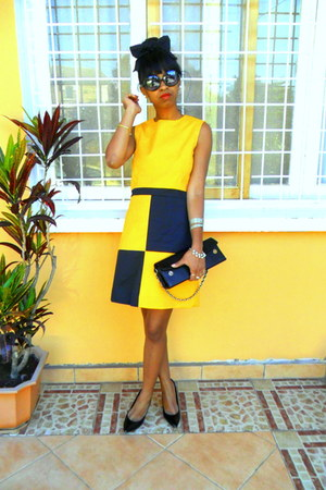 black pumps - yellow homemade Mommys creation dress