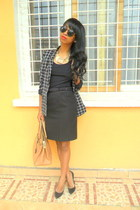 black Squared blazer - black skirt - black Christian Louboutin pumps