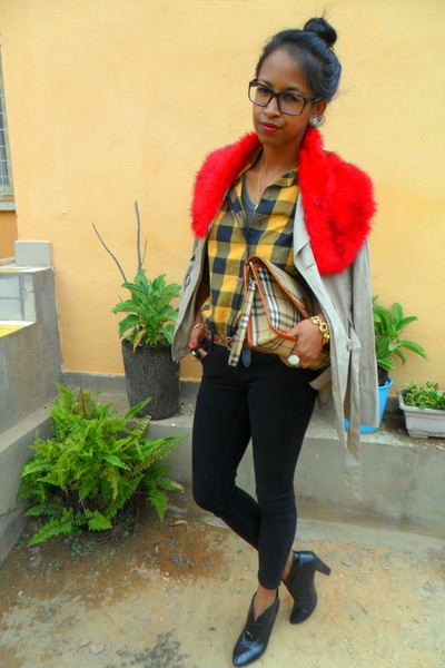 gold plaid shirt - black Raxmax boots - black Skinny jeans - red faux-fur scarf