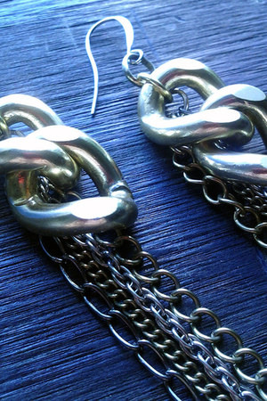 Harlow In Chains earrings