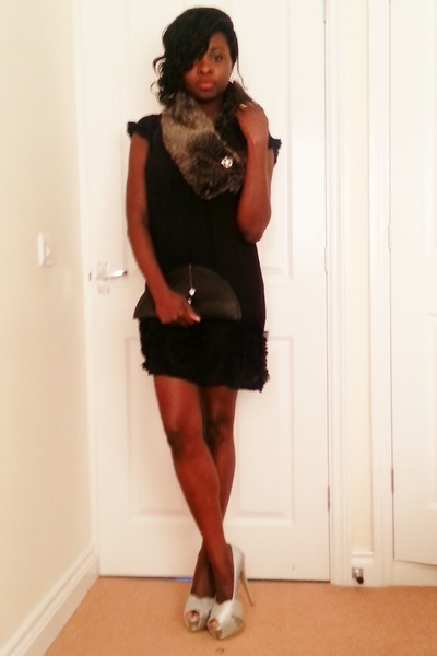 Haute& Comely purse - asos dress - faux fur scarfk new look scarf