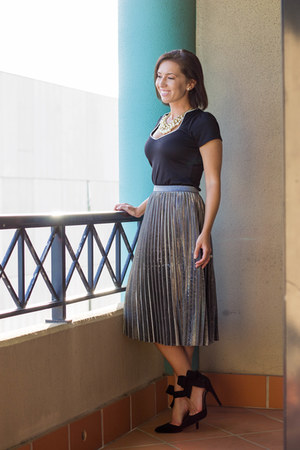 metallic shein skirt - v-neck modcloth top - bow Choies heels