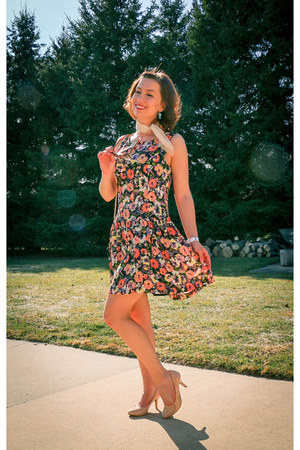 floral print thredup dress - nude modcloth pumps