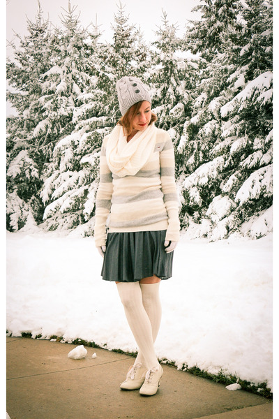 Machi-footwear-shoes-pleated-modcloth-skirt-modcloth-stockings