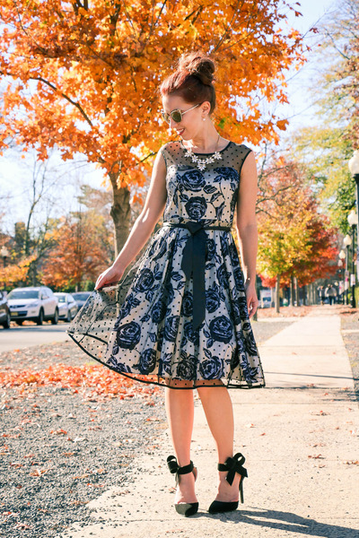 floral Lilee Fashion dress - quay sunglasses - bow Pink Basis heels