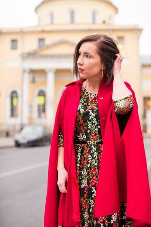 floral print modcloth dress - red collectif cape