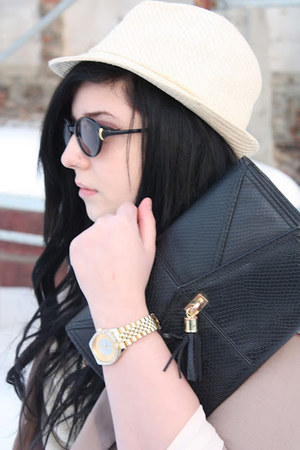 black black and gold H&M bag - off white House of art hat