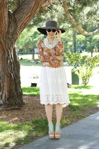 eggshell storets skirt - aquamarine Matiko sandals - ruby red vintage top