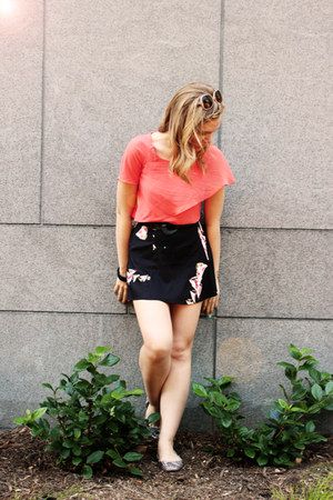 black fractal Urban Outfitters skirt - coral spiral Urban Outfitters flats