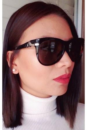 oversized black Louis Vuitton sunglasses