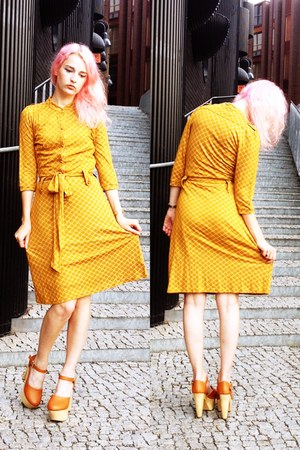mustard Vila dress - tawny made in china wedges