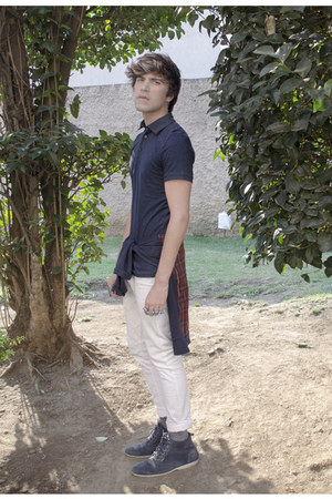 Frank Wright boots - Zara jeans - H&M shirt - pull&bear sweatshirt