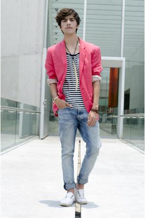 H&M blazer - H&M jeans - River Island t-shirt - Zara sneakers