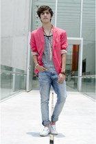 H&M blazer - H&M jeans - River Island t-shirt - Zara sneakers