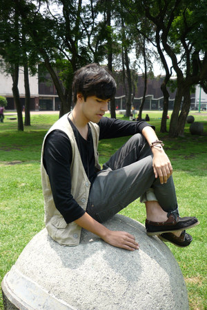pull&bear shoes - Zara jeans - pull&bear vest - Zara t-shirt - asos necklace