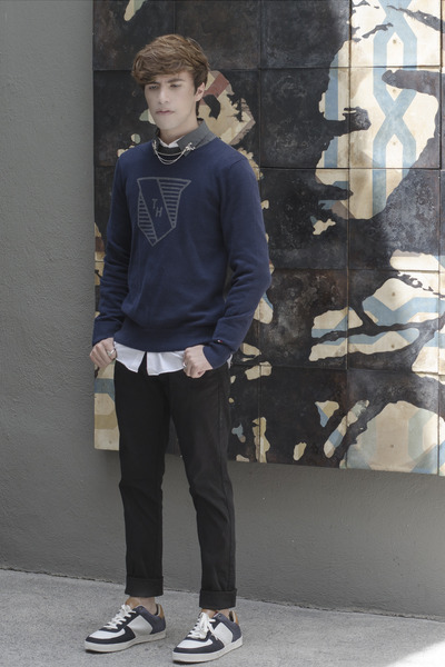 Tommy Hilfiger sweater - H&M shirt - Zara pants - Tommy Hilfiger sneakers