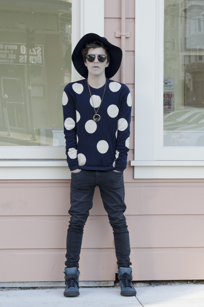 H&M hat - Dr Denim jeans - H&M sweater - Aldo sunglasses - Aldo sneakers