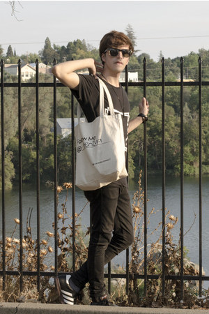 Chictopia bag - Dr Denim jeans - Ray Ban sunglasses - Adidas sneakers