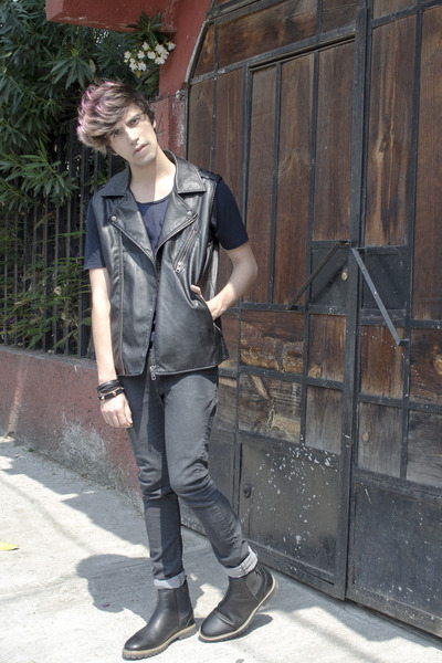 Zara t-shirt - pull&bear boots - H&M jeans - Forever 21 vest - H&M ring