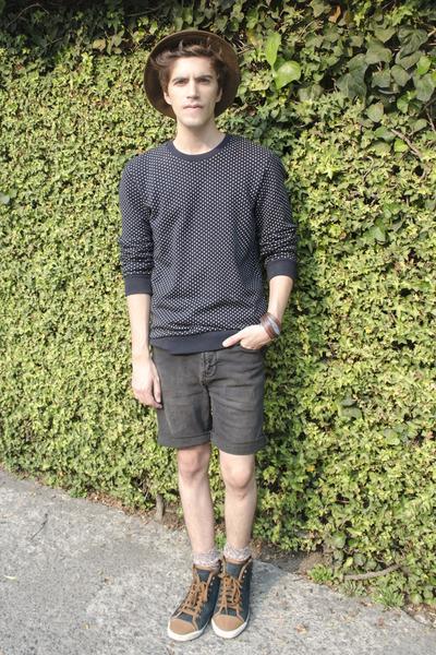 Zara hat - pull&bear shorts - Top Ten 10 sweatshirt - Bimba & Lola sneakers