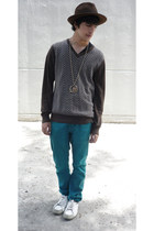 Zara jeans - Zara hat - Pull & Bear sweater - Pull & Bear sneakers