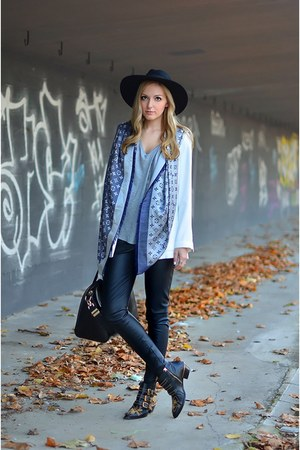 Louis Vuitton scarf - Chloe boots - Catarzi hat - Zara blazer - Givenchy bag