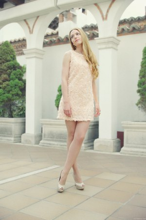 peach Queens Wardrobe dress - eggshell Zara heels