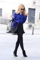 YSL ring - Gucci sunglasses - Queens Wardrobe skirt