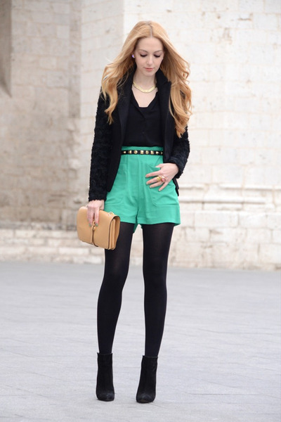 Queens-wardrobe-blazer-oasap-bag-coosy-shorts_400