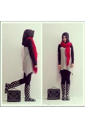 black boots - black Sunway scarf - red polka dots LC Waikiki scarf