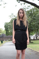 Black-haureka-dress