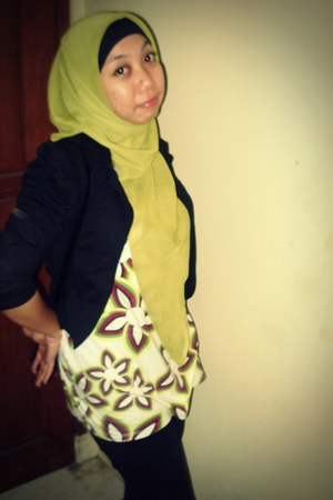 jeans - blazer - shirt - pashmina scarf