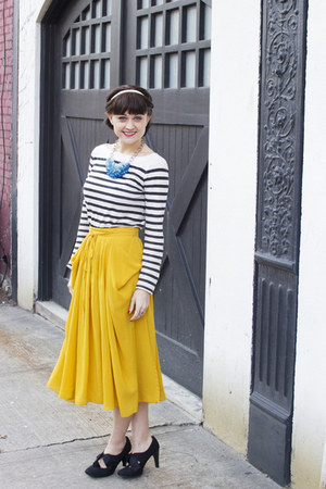 yellow STYLISTS OWN skirt - black STYLISTS OWN heels - stripes STYLISTS OWN top