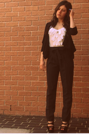 Forever New top - J pants - f shoes