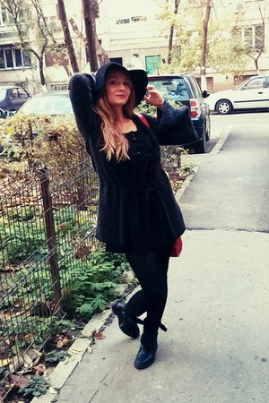 black leather boots - black dress - black felt c&a hat - black Only cardigan