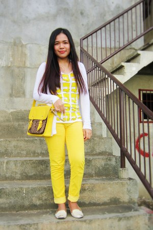Xhyn Shoppe bag - Pink shop shirt - Zalora flats