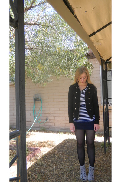 black jacket - gray shoes - black tights