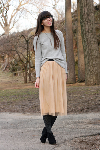 peach Urban Outfitters skirt - heather gray Gap sweater
