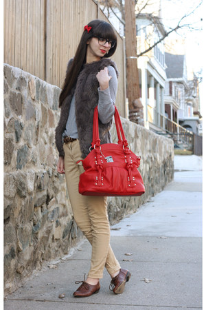 red Epiphanie Bags bag - dark brown big buddha shoes - beige H&M pants