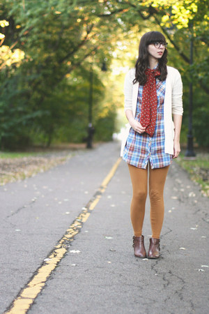 blue thrifted shirt - brown modcloth boots - camel American Apparel leggings