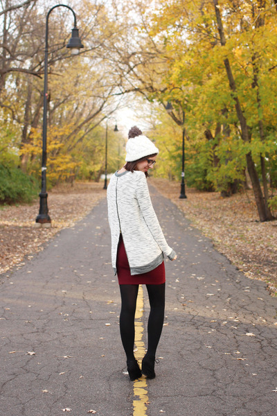 black Target boots - ivory Urban Outfitters hat